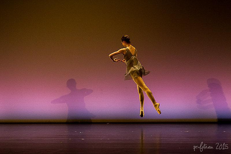 Kons tanzt im Muth