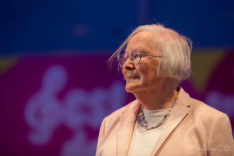Helga Emperger am Heldenplatz 8.5.2015